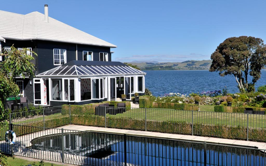 Black Swan Lakeside Lodge Boutique Hotel - Giveaway